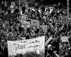Pressemitteilung: Pro-Choice Block auf der Frauen*kampftagdemo in Berlin: Weg mit § 219a. Solidarität mit Polen und Irland. (5.3.18)