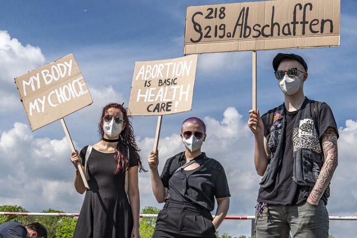 Pressemitteilung: Zugang zu legalem Schwangerschaftsabbruch vom Europaparlament gefordert – vom Bundestag abgelehnt